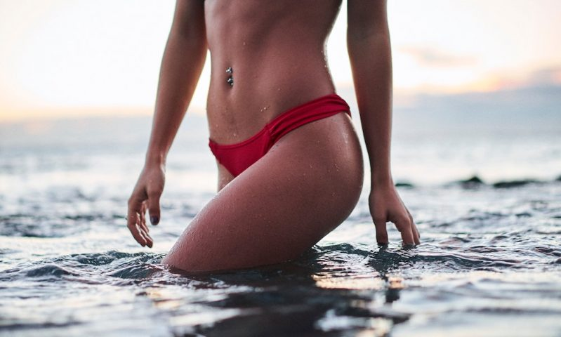 woman-liposuction-ocean