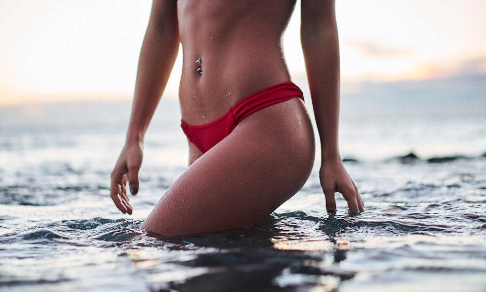 woman-liposuction-ocean
